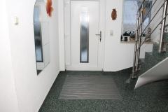 Eingangsbereich Steinteppich grün mit Abstreifer